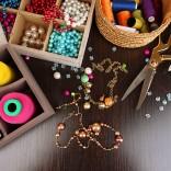 Ręcznie robiona biżuteria: podoba nam się coś z niczego!